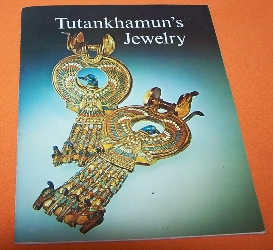 Copy of book tutunkamuns