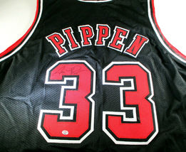 SCOTTIE PIPPEN / HALL OF FAME / AUTOGRAPHED CHICAGO BULLS CUSTOM JERSEY / COA image 1
