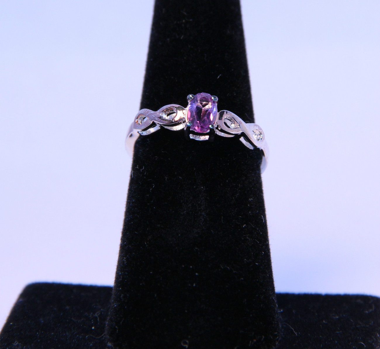 Stunning Ring with Genuine Amethyst in .925 Sterling Silver