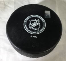 ERIC LINDROS / NHL HALL OF FAME / AUTOGRAPHED PHILADELPHIA FLYERS HOCKEY PUCK  image 3