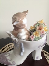Lladro ~ A Cozy Fit ~ Retired ~ Mint condition with Original Lladro Box! - $265.00