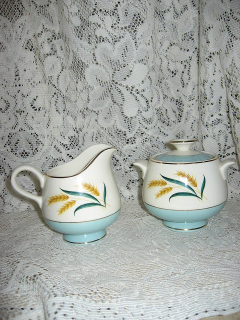 Viking International - Covered Sugar and Creamer Set-Homer Laughlin-US