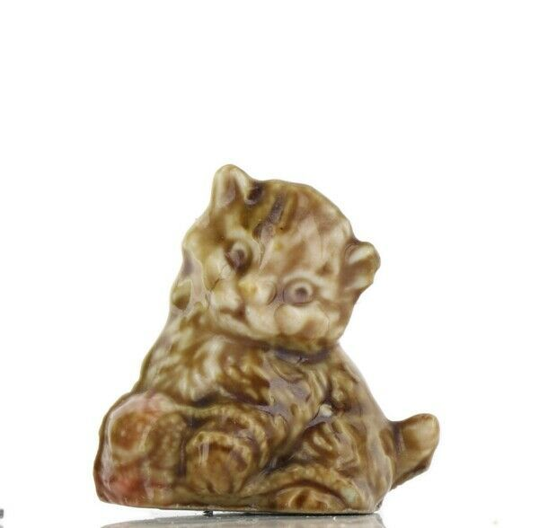 Wade Whimsies Red Rose Tea Canadian Series Kitten with Yarn