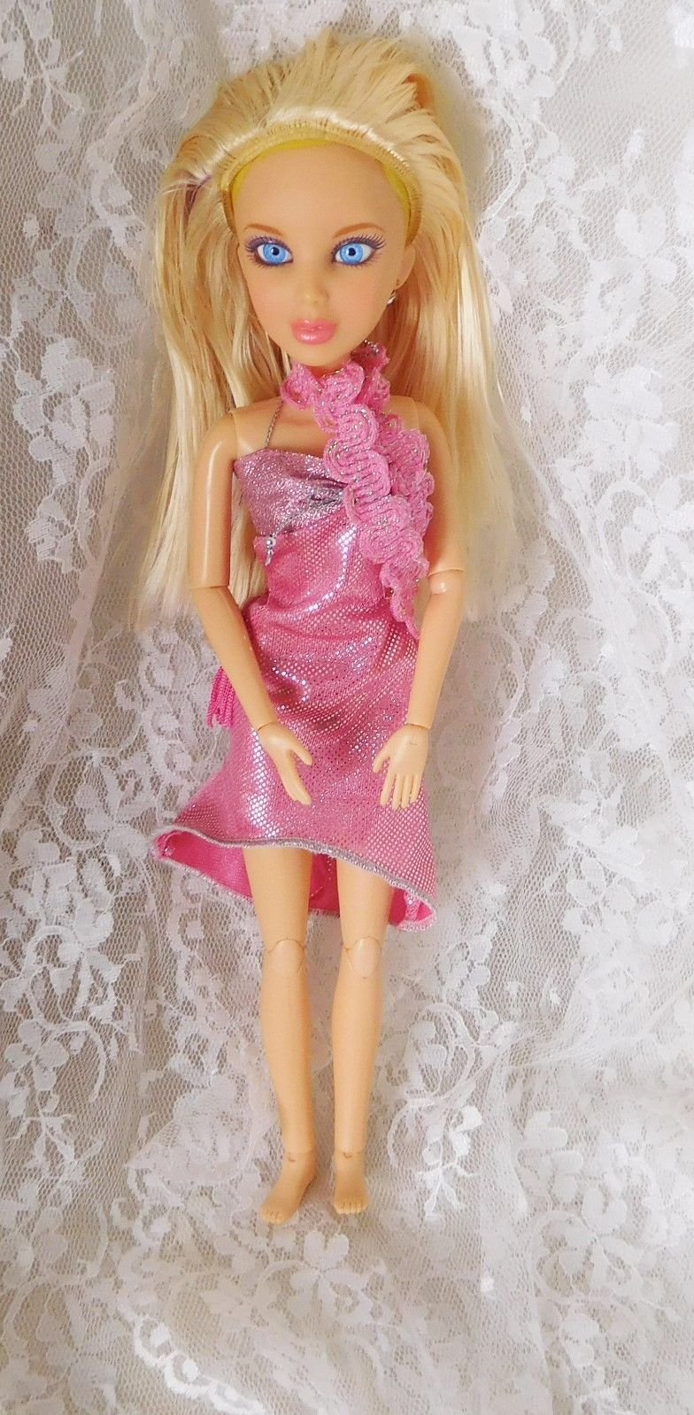 "Primary image for 2009 Spin Master Ltd LIV Doll 11 1/2"" with Wig & Outfit #90821SWMG"