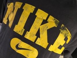 Nike Marca Swoosh Giallo Marrone Sdrucito T-Shirt TAGLIA M - $12.82