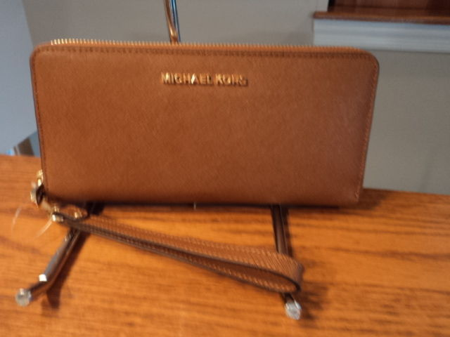 cb4619a0b380 S l1600. S l1600. Previous. Michael Kors Jet Set Travel Continental Leather  Wallet Wristlet Luggage Brown