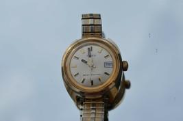 1970's Lady's TIMEX date watch Mechanical wind, Runs great, nice watch - $28.01