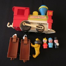 Fisher Price Little People Circus Train #991 Clean Engine 3 People Lion Plus - $18.99