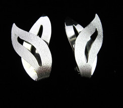 Sarah Coventry SATIN FLAME EARRINGS Vintage Silvertone Clip On Costume J... - $14.99