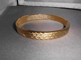 VTG Beautiful Gold Tone Weave Design Clasp Bangle Bracelet - $19.80
