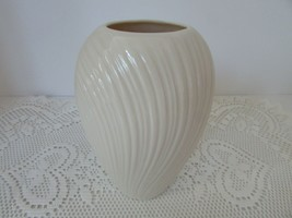 "VTG LENOX CHINA SWIRL BUD VASE 6"" MADE IN USA IVORY  - $11.83"