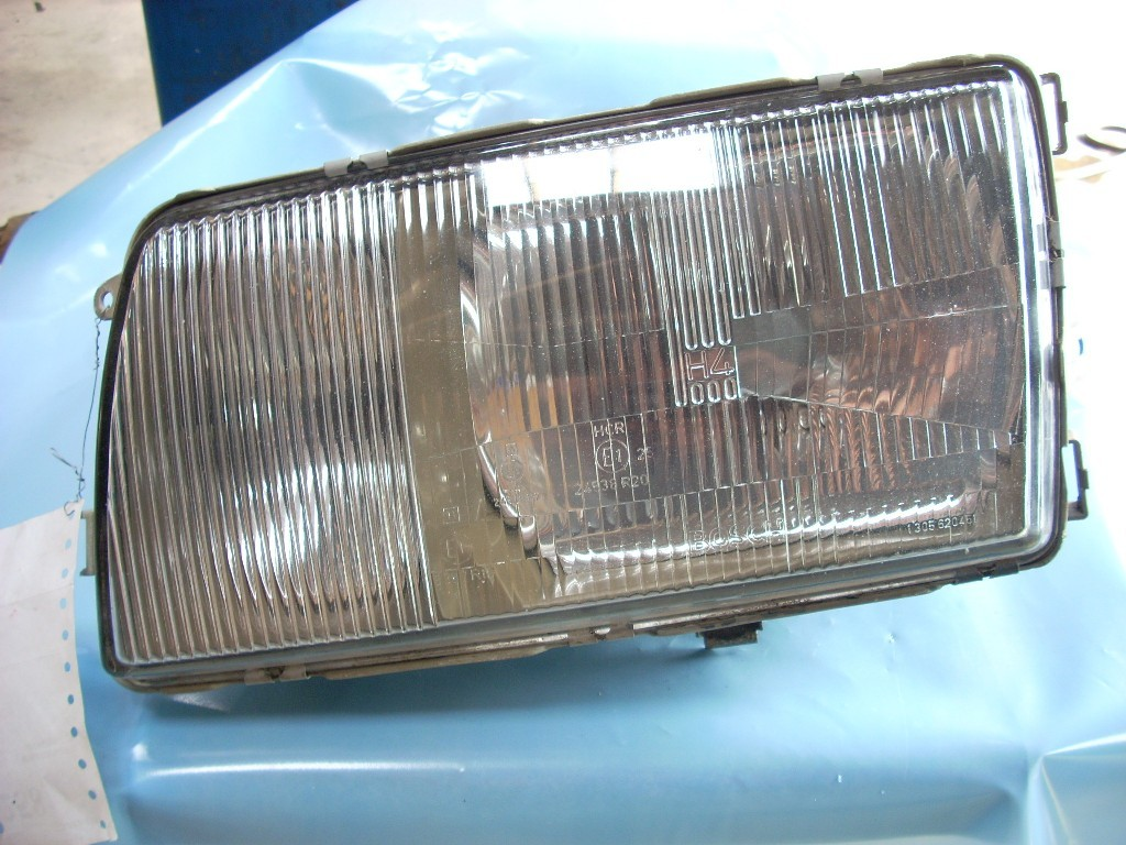 1985 MERCEDESBENZ 380 LEFT HEADLAMP ASSEMBLY