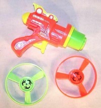 6 OUTER SPACE UFO SAUCER SHOOTER GUN toys disk guns new play toy spinnin... - $11.72