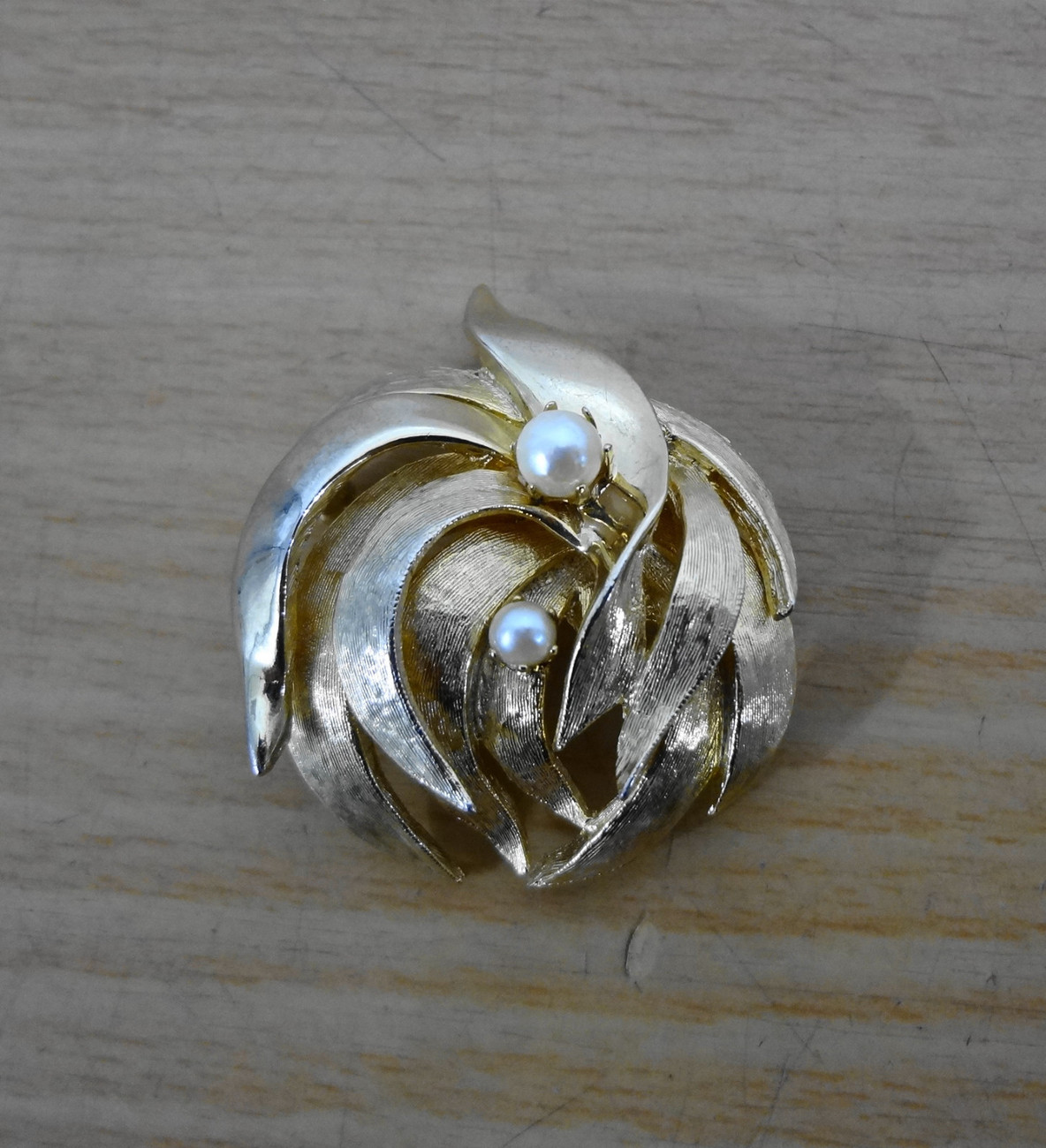 Brooks Goldtone Leaf Pearls Pin Brooch Vintage 2 inches Signed