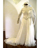 Vintage Wedding Gown Ivory Lace Pearls Applique... - $124.99