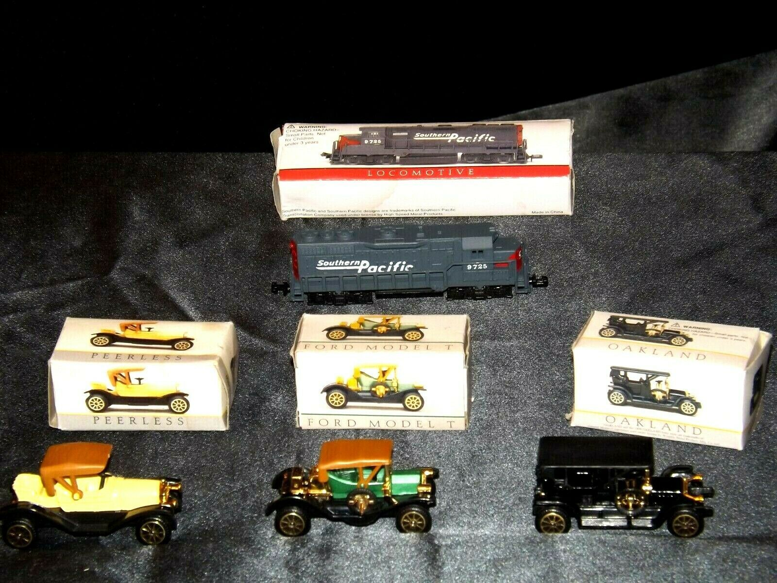 Miniature antique Cars and Locomotive  AA19-1512