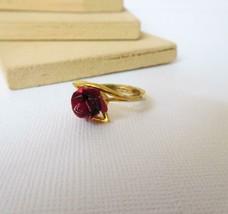 Vintage Red Metal Rose Gold Tone Ring Size 5 J35 - $13.59