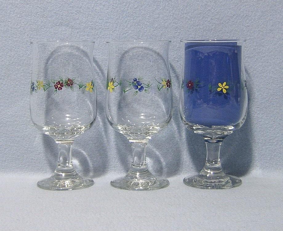 Pfaltzgraff Vickie Hanson 3 Footed Glassware Goblets - $12.99