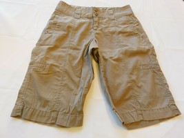 Lee One True Fit Women's Junior's Long Shorts Taupe Size 6 Medium GUC - $34.70