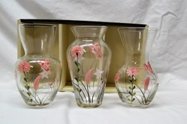 "LINENS-N-THINGS Set of 3 Hand Painted Glass Bud Vases 5 3/4"" New in Box - €17,29 EUR"