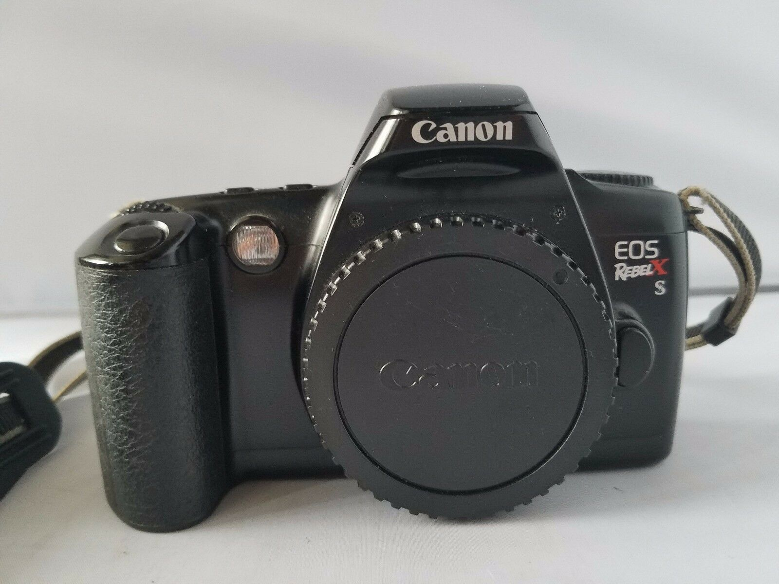 Canon EOS Rebel XS SLR Camera Bundle Accessories Carry Case Quantaray Flash