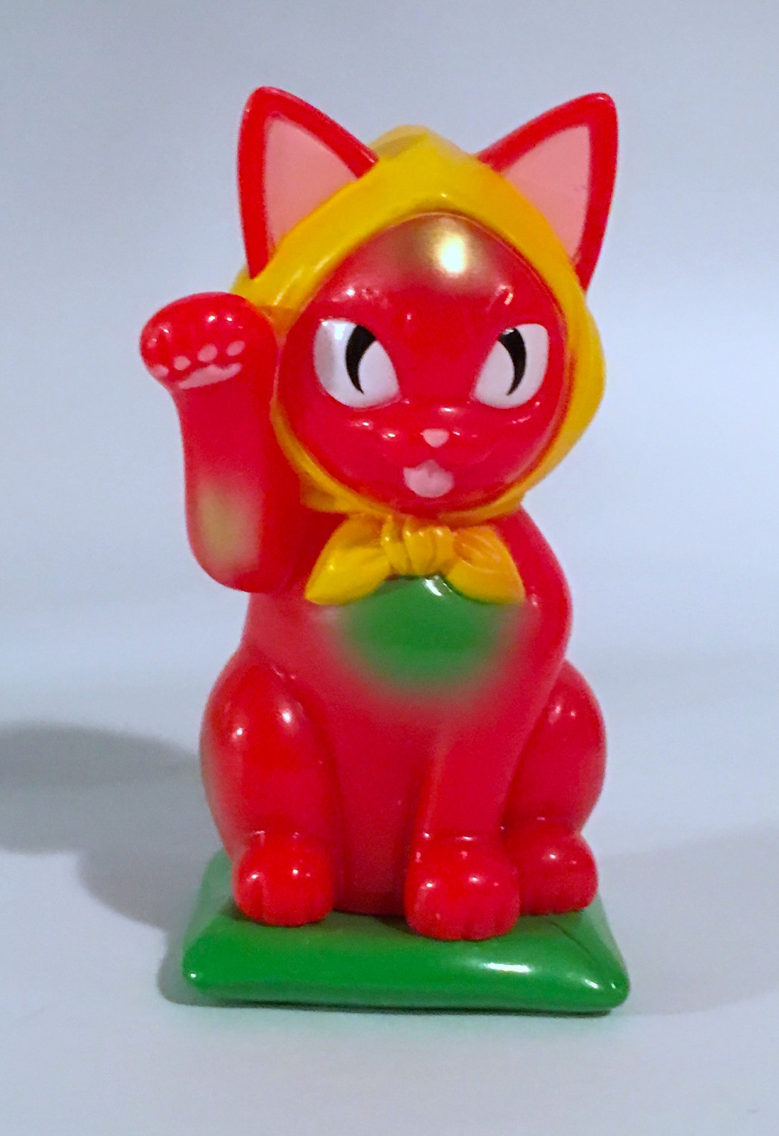 Konatsu Red Beckoning Lucky Cat