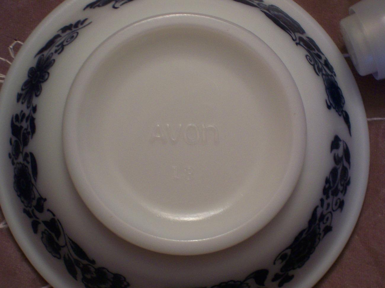 Collectible Vintage Avon Delft Blue and White Pitcher & Bowl Set- EUC image 3