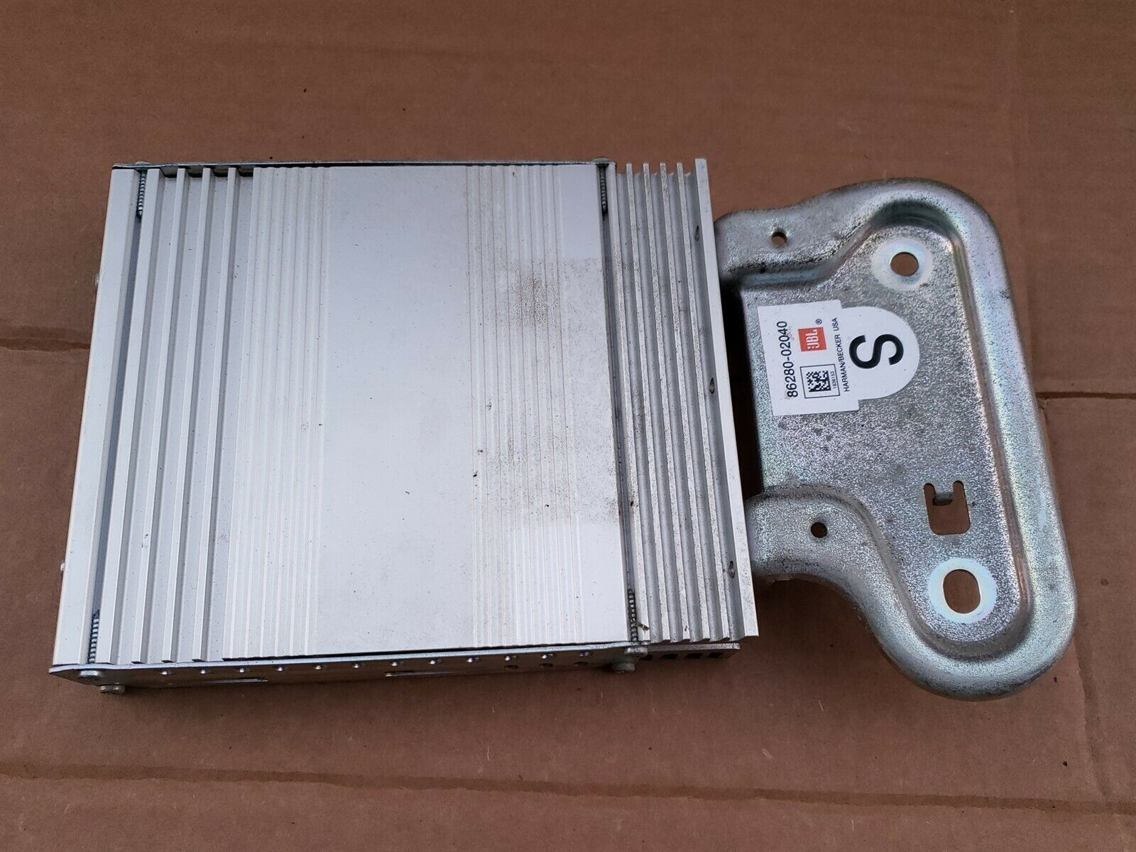 Toyota Corolla Stereo Audio Radio JBL HARMAN/BECKER Amplifier 86280-02040