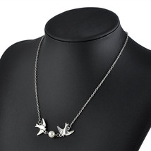 USA Two Love Birds With Fresh Water Pearl Pendant Silver Chain Necklace  - $9.89