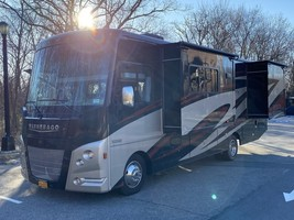 2016 Winnebago Vista LX WFE30T for sale by Owner - Todt hill, NY 10314 image 1