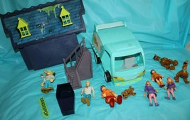 14 Hanna-Barbera Scooby Doo Mystery Machine, Playset Pieces And Toy Figures - $29.69