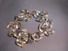 VTG Beautiful Abstract Silver Tone Leaf Bracelet image 3