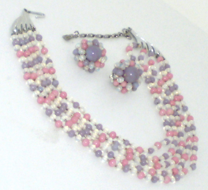 Japan En esclavage 5 Strand Glass Bead Necklace & Matching Earrings