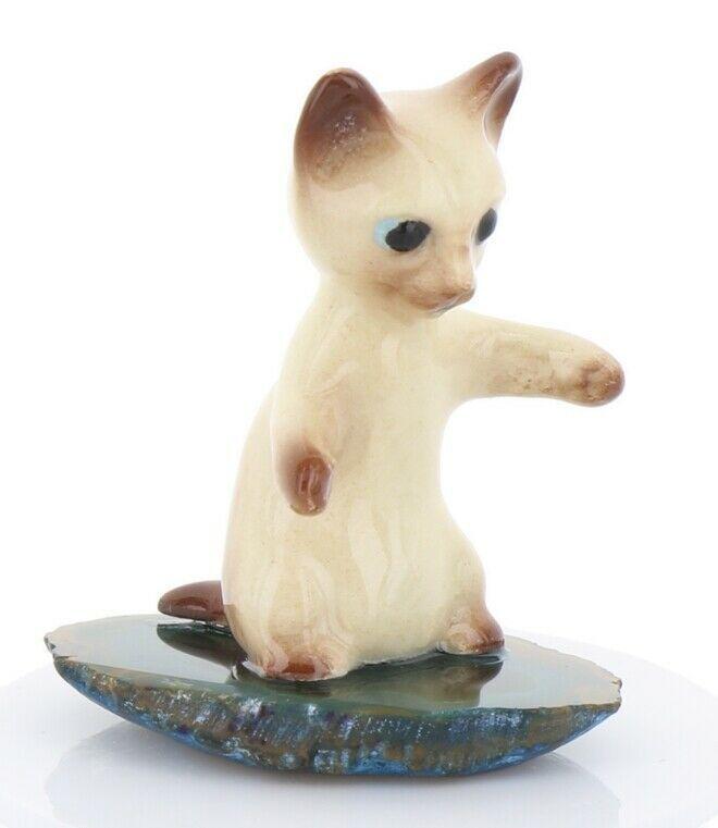 Hagen Renaker Miniature Siamese Kitten Sitting Up on Base Stepping Stones #2748