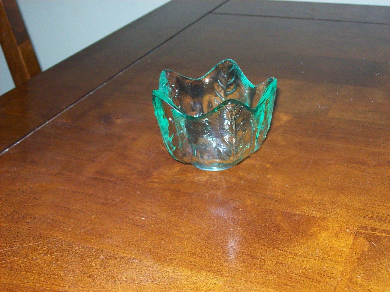 small green glass leaf design bowl