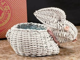 Avon Edible Expressions Miniature White Wicker Bunny Basket With Grass N... - $11.62