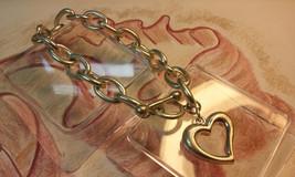 "Vintage Jewelry:8"" Heart Charm Bracelet  10-10-2018 - $8.99"