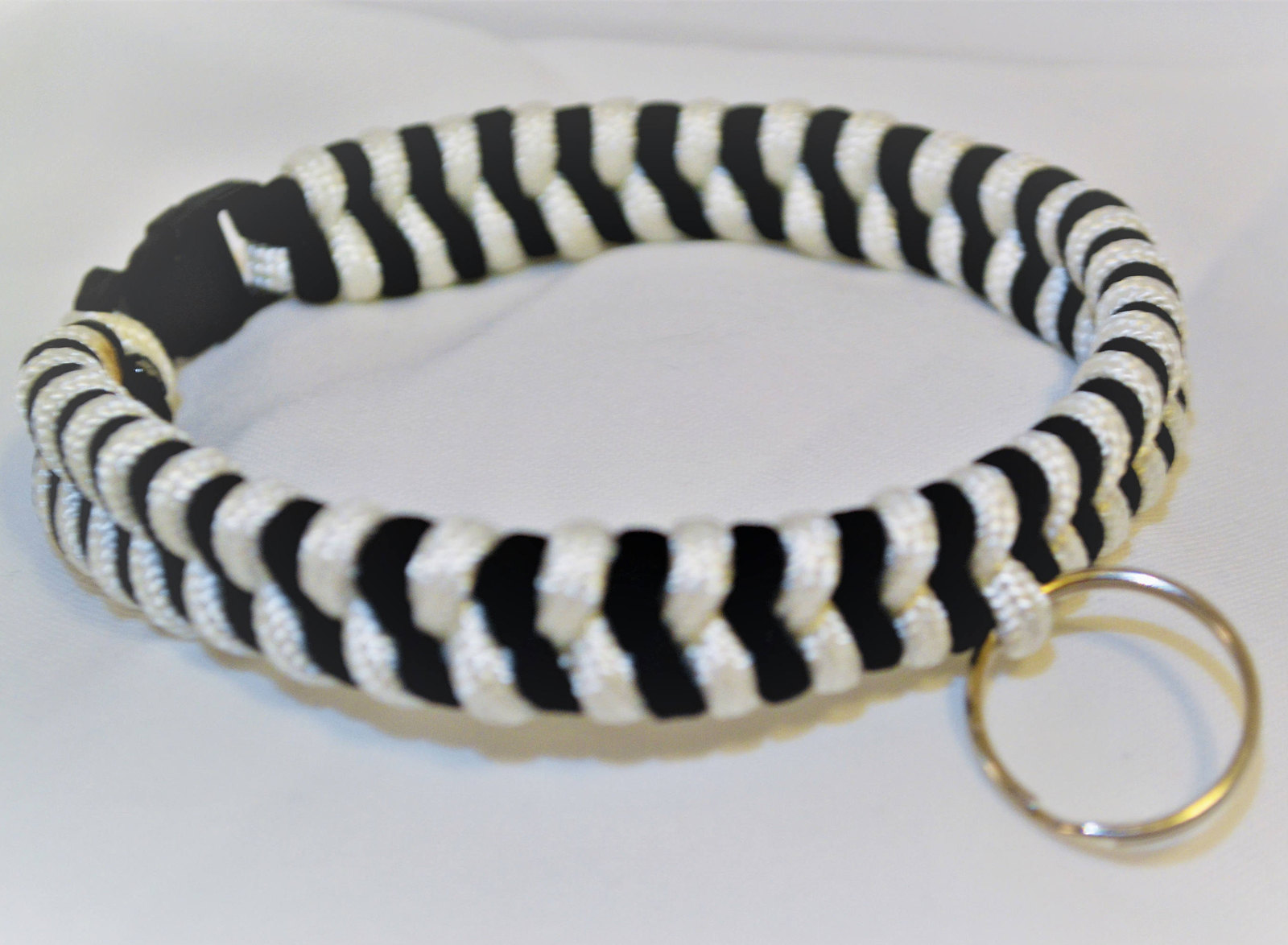 "Primary image for Paracord 550 Dog Collar Black & White Fish Tail Design 13"" Black Quick Release B"
