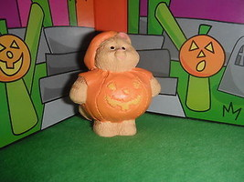 Hallmark Merry Miniatures Halloween Cat in Pumpkin Costume 4 Loving Family Dolls - $4.99