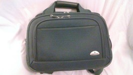 Samsonite Green Carry On Large Bag Large Toiletry Bag Nice Condition - $17.99
