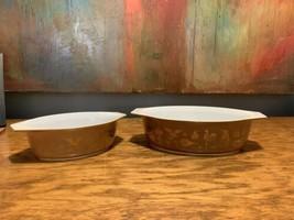 Pyrex 2.5 Qt & 1.5 Qt Casserole Dish Americana Theme Brown & Gold Vintage 1970s - $59.04