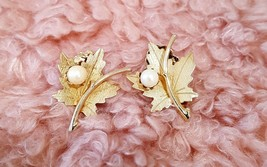 Vintage Sarah Coventry Gold & Leaf Clip On Earrings - $5.00
