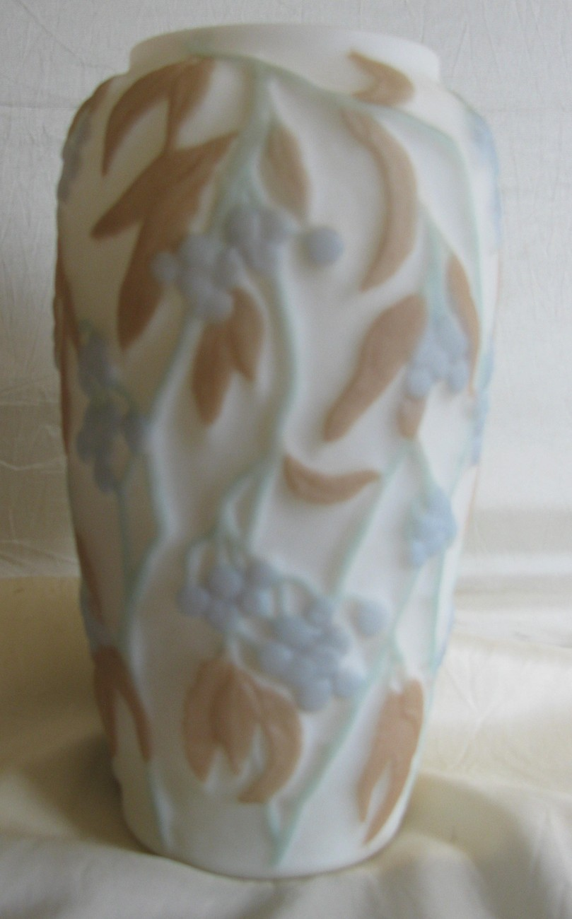 Vintage PHOENIX CONSOLIDATED 'BITTERSWEET' VASE - 9.5 in. Tall -Exc. Conditi