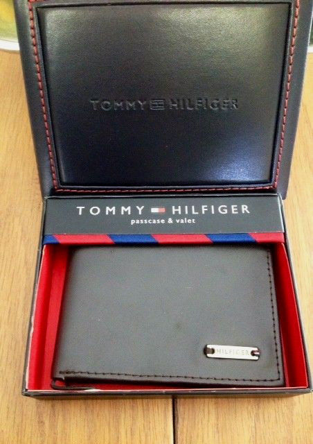 Tommy Hilfiger Trifold Passcase Wallet New In box with Tag Brown Leather