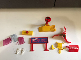PARTS FOR 1979 Mattel Hot Wheels Car Wash Service Station Sto-n-go Plays... - $22.72