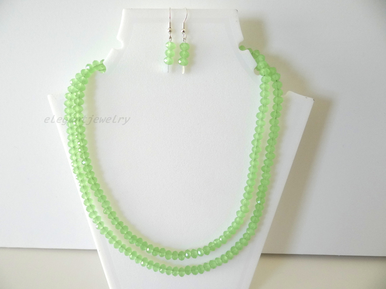 LIGHT GREEN CRYSTAL NECKLACE