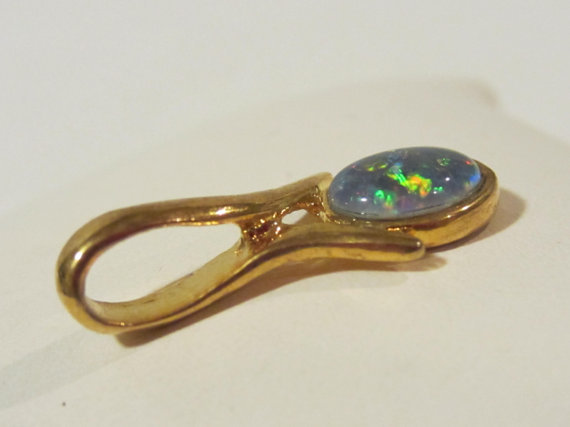 Vintage jewelry goldtone Opal pendant