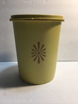 Tupperware #811 Canister Starburst Servalier #812 Lid Round 5 Cup Yellow - $8.06