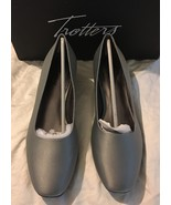 Trotters Doris Silver Satin Pumps Size 9 low he... - $45.00