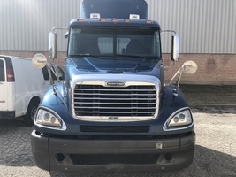 2009 Freightliner Columbia 120 For Sale in Elk Grove Village, Illinois 60007 image 3